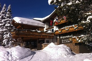 Alpenhof Lodge: Fine Lodging Steps from Tram :: Swiss-inspired hotel in one of the best locations in Teton Village. Cozy, well-appointed rooms, fine dining, bistro & lively bar. Exceptional customer service.