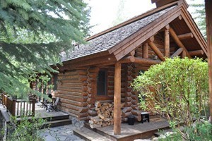 Rendezvous Mountain Rentals :: Choose from a unique selection of 2-5 bedroom cabin rentals at Jackson Hole Mountain Resort. Ski-In/Ski-Out, or just a short walk to the slopes. 5 star service and amenities!