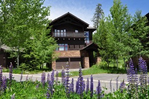 Rendezvous Mountain Rentals :: Offering a wide variety of luxury condos, cabins, townhomes, & private homes at the Jackson Hole Mountain Resort, The Aspens, & Teton Pines. 5 star service & amenities!