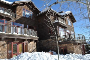 Rendezvous Mountain Rentals :: Great selection of condos, townhomes, and private home rentals at the base of Jackson Hole Mountain Resort. Ranging from cozy 1-bedroom condos to 5-bedroom homes.
