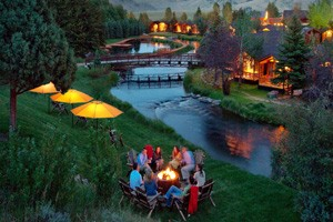 Rustic Inn Creekside Resort & Spa :: Set on 12 lush acres adjacent to the Nat'l Elk Refuge & a few blocks from Jackson's town square. Luxury log cabins & suites, state of the art amenities, spa, dining, & more!