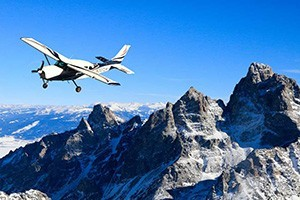 Fly Jackson Hole - Scenic Flights :: Scenic flights high above the Teton Range! Expert Pilots & Guides with decades of experience. Family flights, romantic sunset tours, & photo flights. Kids welcome! Call today!