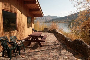 Budges' Slide Lake Cabins - backcountry snowmobile :: Lovely cabins on Slide Lake, just minutes from Grand Teton National Park. Fully equipped and lower winter rates. Snowmobilers access prime trails out the door, ski & snowshoe.