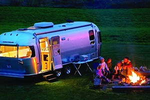 Airstream 2 Go - luxury SUV & Airstream rental : An American icon since 1931, Airstream trailers are the hallmark of excellence. Enjoy week-long custom built itineraries taking you to the nation's most beautiful areas.