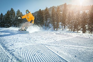 Snow King Mountain Sports :: Full service winter sports shop offering the latest snowboards, boots, bindings, & outerwear to get you on the mountain. 20% off advance snowboard rental reservations!