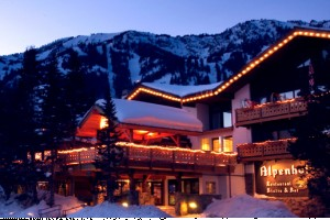 Alpenhof Lodge: Fine Lodging Steps from Tram