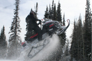 Flying Saddle Resort - sled the trails :: Full service resort located 34 miles south of Jackson on the banks of the Snake River. Newly constructed hotel rooms, cabin cottages, indoor pool, hot tub, & onsite dining.
