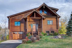 Teton Springs Resort: Luxury Hotel & Home Rentals :: Luxury full-service resort in Teton Valley. Close to Grand Targhee, with accessibility to Jackson Hole. Onsite cross country skiing, fishing, restaurant, spa, and more!