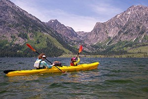 O.A.R.S. - Family adventures on Jackson Lake :: Quick getaways in Grand Teton National Park featuring guided kayaking, hiking, rafting and one-of-a-kind catered camping on a pristine Grassy Island. OARS, since 1969.