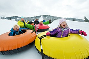 Snow King Mountain :: Look no further for the very best winter family activities Jackson Hole has to offer! Ride the Cowboy Coaster, day and night Downhill Skiing, and King Tubes snow tubing!