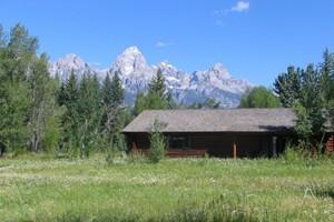 Dornan's Spur Ranch Cabins - inside Teton Park