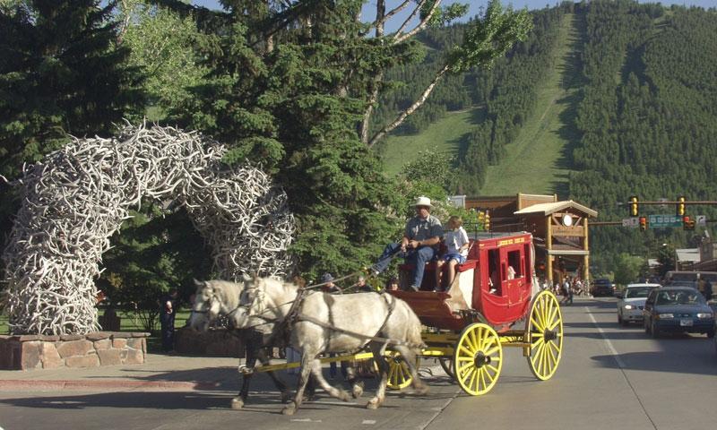 Riding the Stagecoach around Jackson Town Square